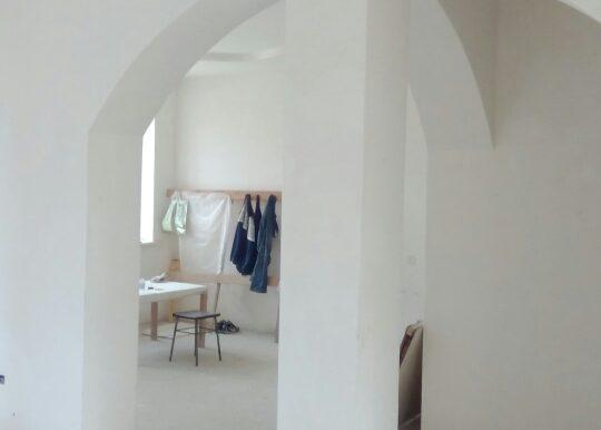 арка между кухней и холлом